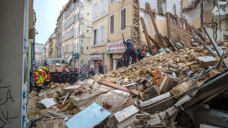 Effondrement de 3 immeubles à Marseille dans - DROITS immeuble_pompiers-3928344
